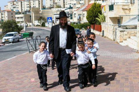 A Melamed, an ultra orthodox teacher takes the kids from his class to a walk in the sun March 12 2013 in Beitar Ilit. Photo by Nati Shohat/Flash90 *** Local Caption *** çøãé éìãéí èéåì éìã áéúø òìéú