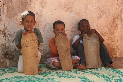 ecole-coranique-enfants-apprend-langue-arabe-bamako-mali