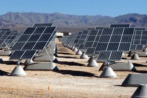 2007_7_31-solar-panels1024px-Nellis_AFB_Solar_panels