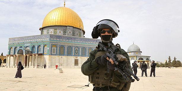 al_aqsa_mosque_idf_soldier