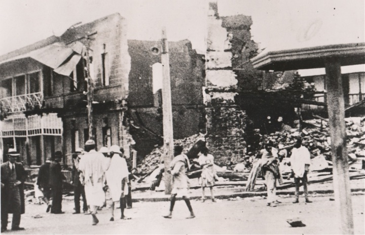 buildings-destroyed-after-the-emperor-fled1