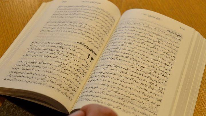 Rippikoulu turvapaikanhakijat oppitunti seurakunta kirkko Imatra raamattu