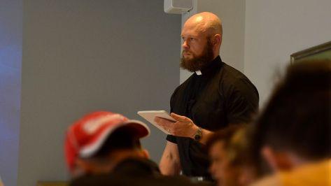 Rippikoulu turvapaikanhakijat oppitunti seurakunta kirkko Imatra Vesa Julin (1)