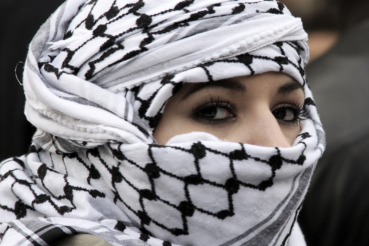 'Jews Allowed To Take Muslim Women As Slaves And Rape Them' - Says Chief Rabbi of Ireland