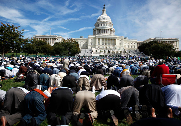 MuslimsPrayCapitol