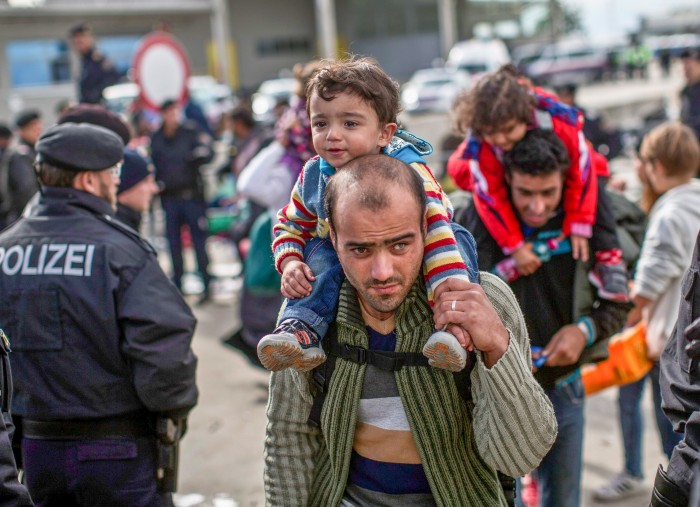 austria-refugees-700x507.jpeg